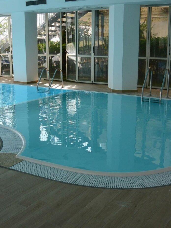Piscina riscaldata Hotel Negresco Cattolica
